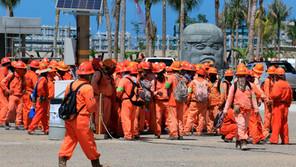 Empleados de refinería de Dos Bocas van a huelga para pedir salarios