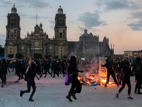 Mujeres toman el Zócalo, entre exigencias de justicia y enfrentamientos