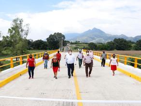Ayuntamiento de Villaflores hizo entrega del puente Las Cruces a ejidatarios