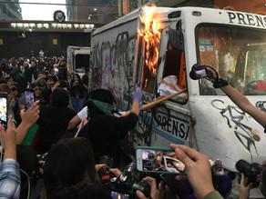 Justicia para Ingrid: Feministas hacen pintas, queman camión y cachitos de lotería