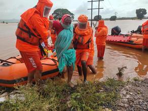 La India busca supervivientes tras las lluvias que dejaron un centenar de muertos