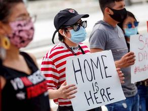"""Tribunal de EUA ordena al gobierno de Trump que tramite nuevos permisos para """"dreamers"""""""