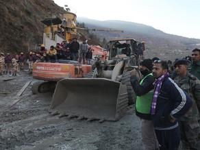 India apura las tareas de rescate tras una avalancha con 170 desaparecidos