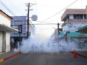 Desinfectan primer cuadro de la ciudad y comercios de Villaflores