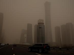 Pekín, envuelta en su peor tormenta de arena en una década