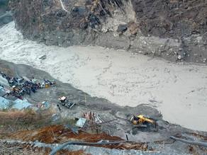 Avalancha de agua y lodo deja un centenar de desaparecidos en la India