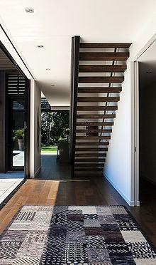 Типичная консольная лестница.