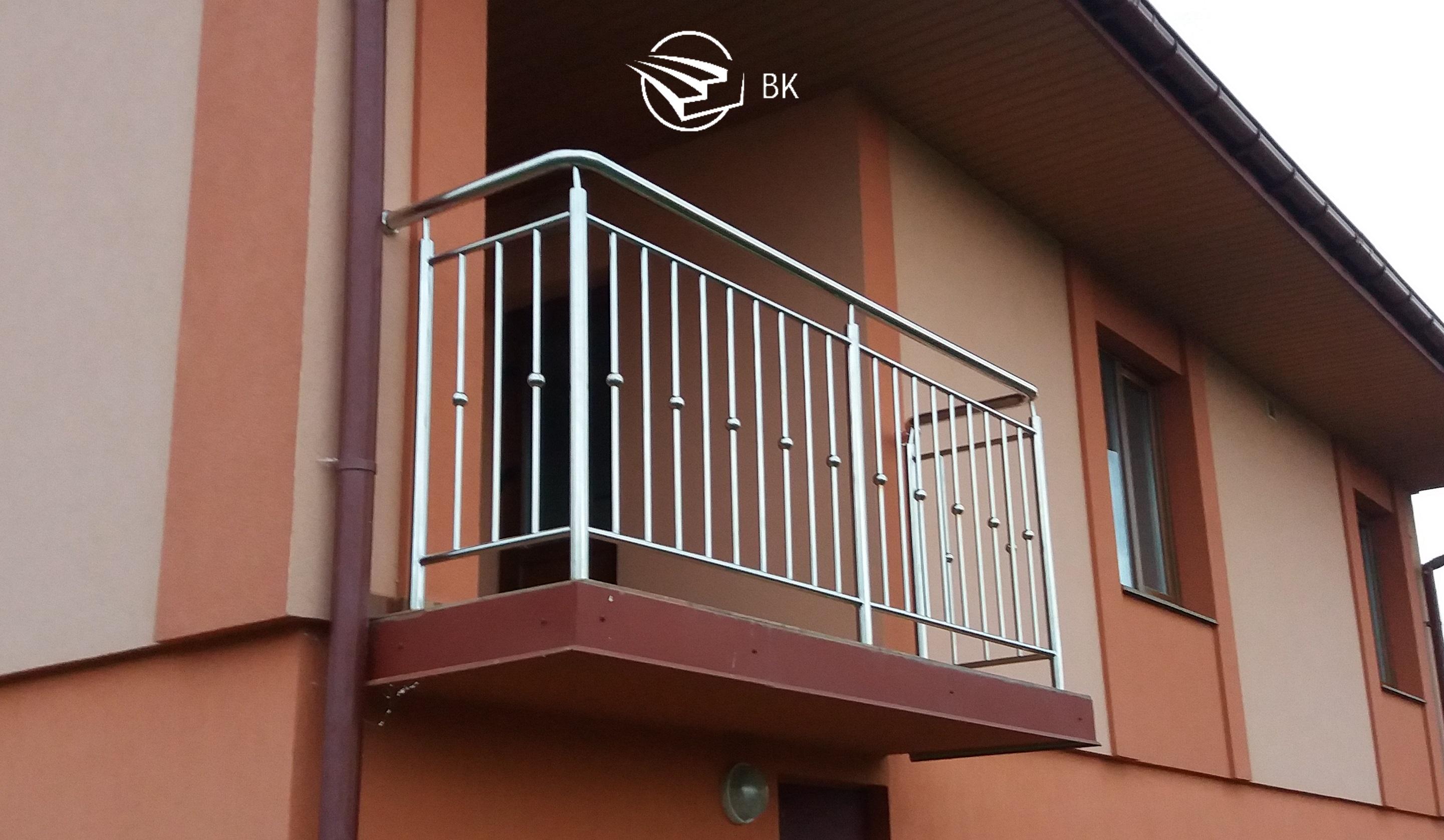 1. Балкон из нержавейки.