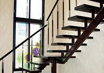 Лестница на одном косоуре. Лестницы Львов.
