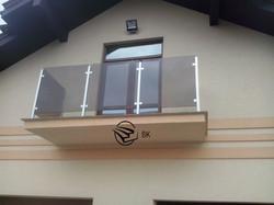 20. Балкон з нержавійкою та склом.