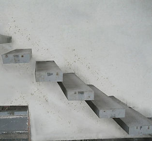 Сходинки консольних сходів.