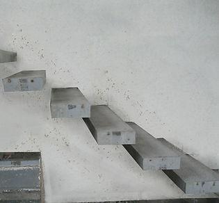 Ступеньки консольной лестницы.