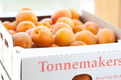 Fresh peaches from Tonnemaker