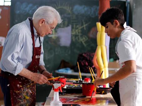 Cidade Dutra em São Paulo recebe exposição de quadros produzidos por artistas com deficiência intele