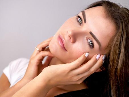 O site M de Mulher falou sobre os melhores cuidados para quem tem a pele oleosa