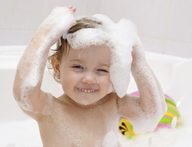 crianca-banho-1407857977612_615x470.jpg