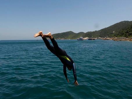 Cuidado nas férias de verão: mergulho em água rasa pode deixar a pessoa tetraplégica ou paraplégica,