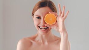 Vitamina C tem alto poder antioxidante e previne o envelhecimento da pele