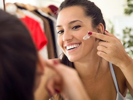 A revista QUEM falou sobre os novos tratamentos para manchas na pele