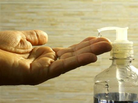 Água sanitária e álcool em excesso podem danificar impressões digitais? Entenda