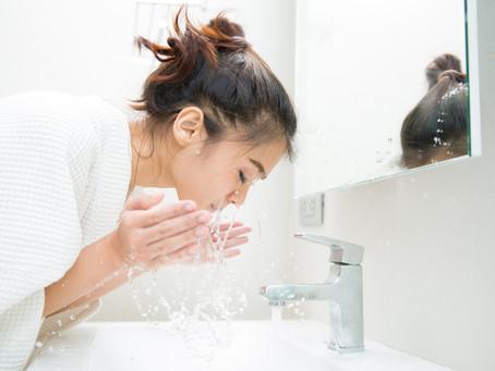 O site M de Mulher falou sobre os cuidados com a pele que podem piorar a acne