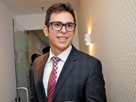 Dermatologista Amilton Macedo arma cocktail para apresentar novos tratamentos