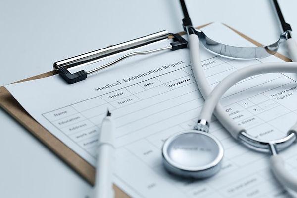 rapport-examen-medical-stethoscope-burea
