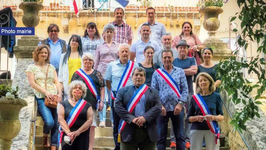 1er conseil municipal élections municipales 2020 devant la mairie de Sauveterre