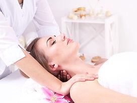 shutterstock_184632815-masaje cuello y e