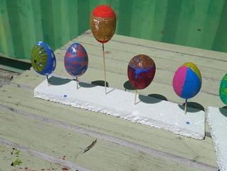 Φτιάχνουμε τα πασχαλινά μας αυγά!!