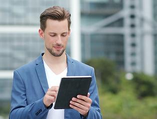 businessman-use-of-tablet-computer-3DM2G