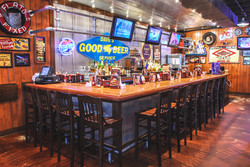 Famous Dave's Bar