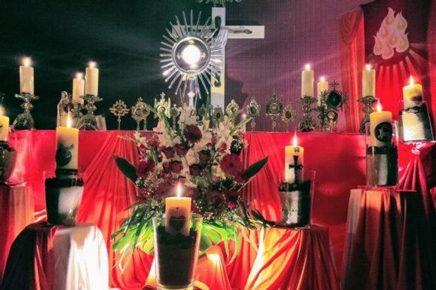 altar pentecostes.jpeg