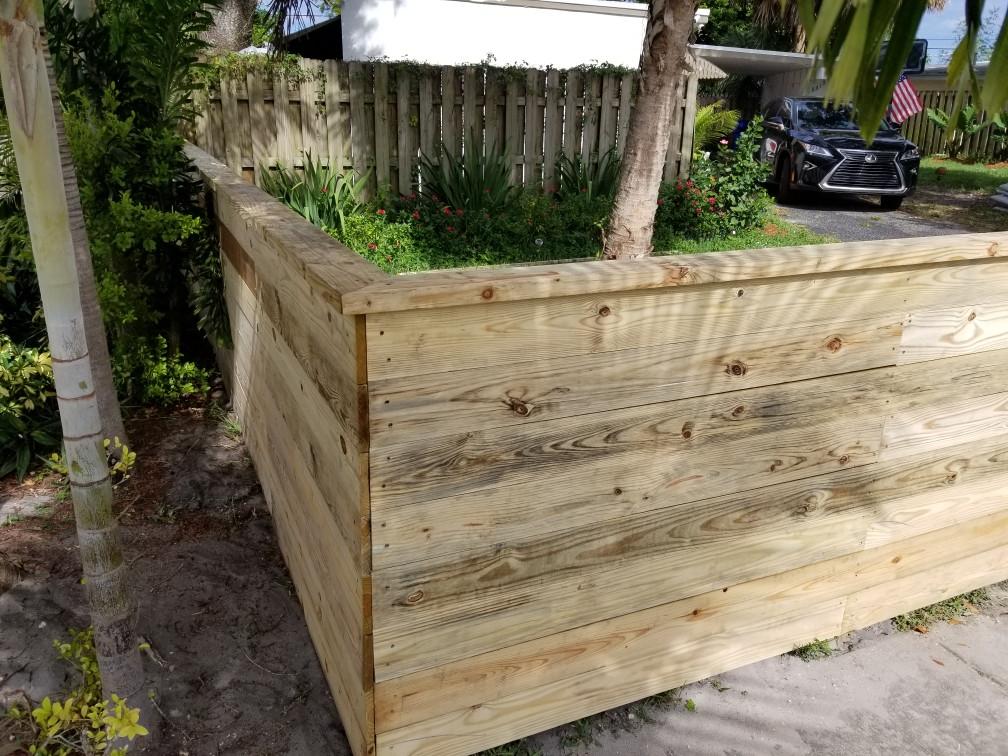 Horizontal wood w/ decorative cap