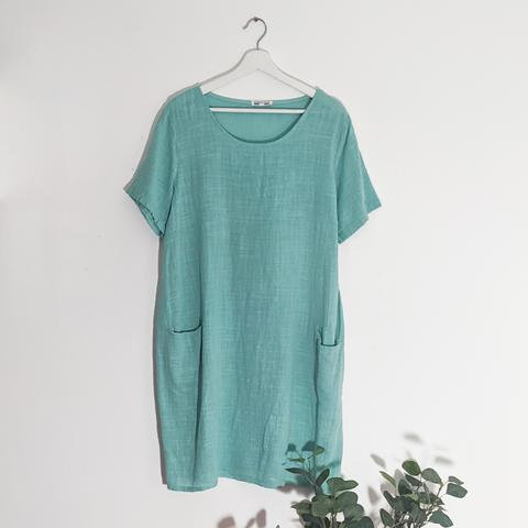 Classic linen dress with front pockets in Aqua