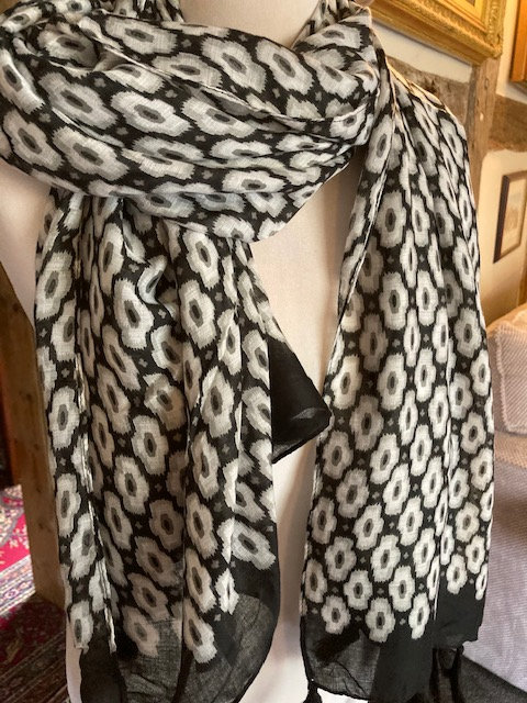 A BeautifulBlack and White Scarf