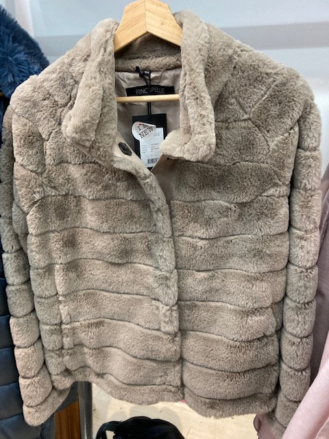 Reno and Pelle Leila Faux Fur Beige Jacket with stand up collar.