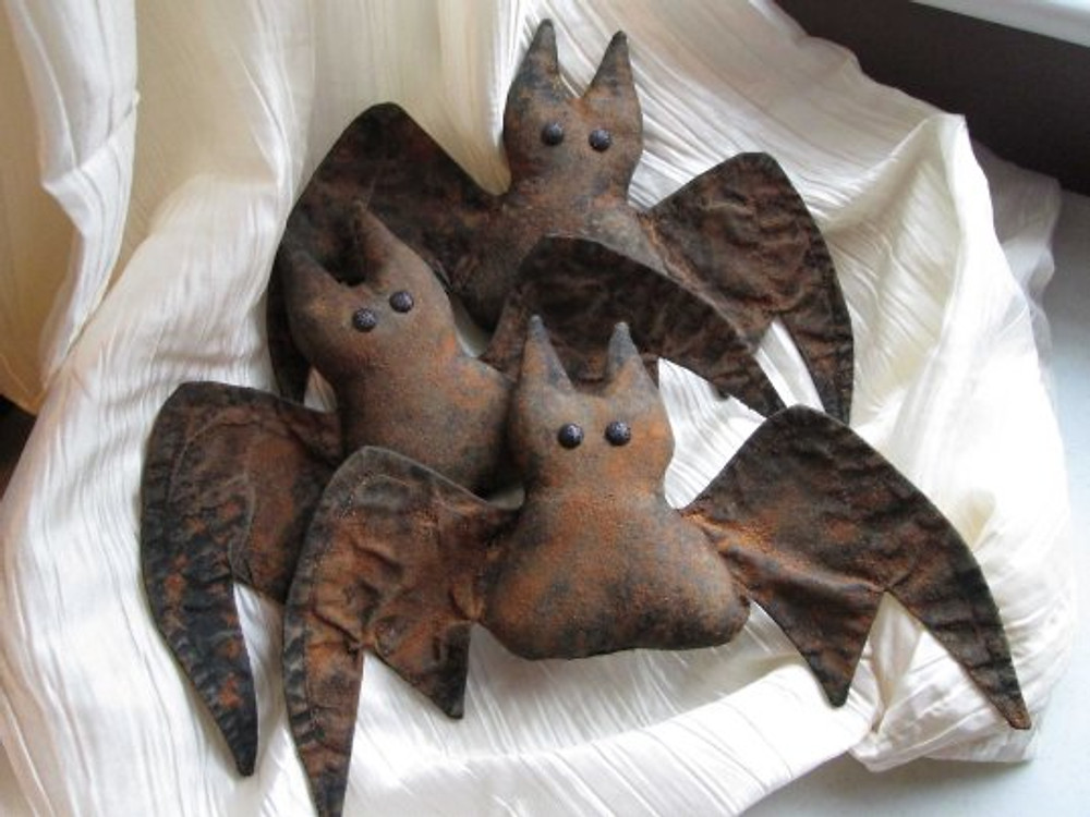 Primitive Ornie Bats designed by Silver.