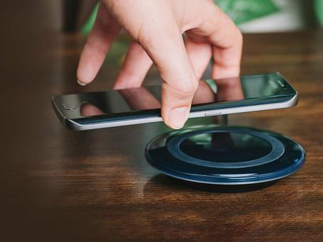 Empresa não é obrigada a fornecer acessórios de telefone móvel para o consumidor