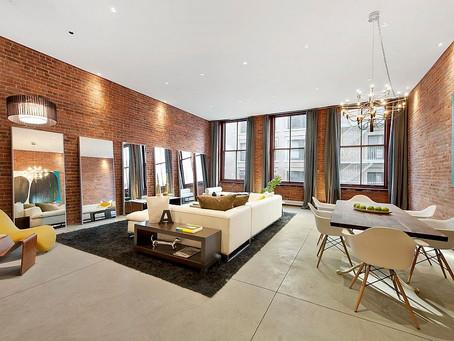 Дизайнерское решение: кирпичная стена в гостиной