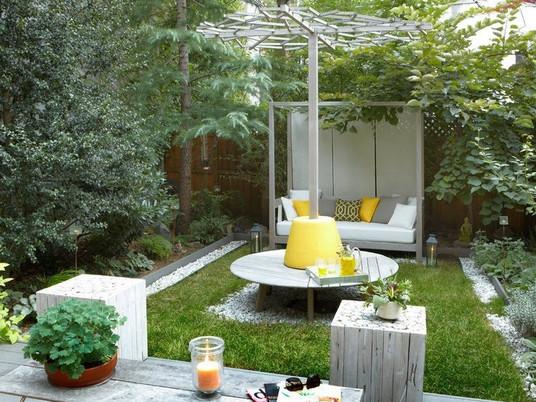 Оформляем маленький дворик