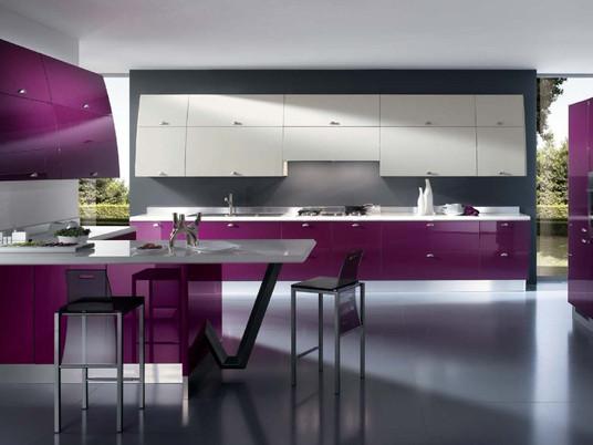 Стильные кухни в оттенках пурпурного и фиолетового