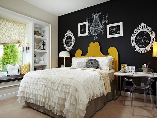 Придайте драматичности: черная акцентная стена в вашей спальне