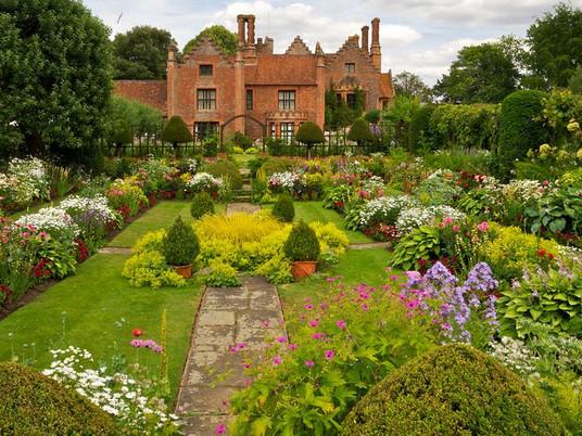 Прекрасный сад в английском стиле