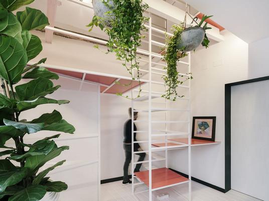 Интересная квартира в Мадриде с многозадачной лестницей!