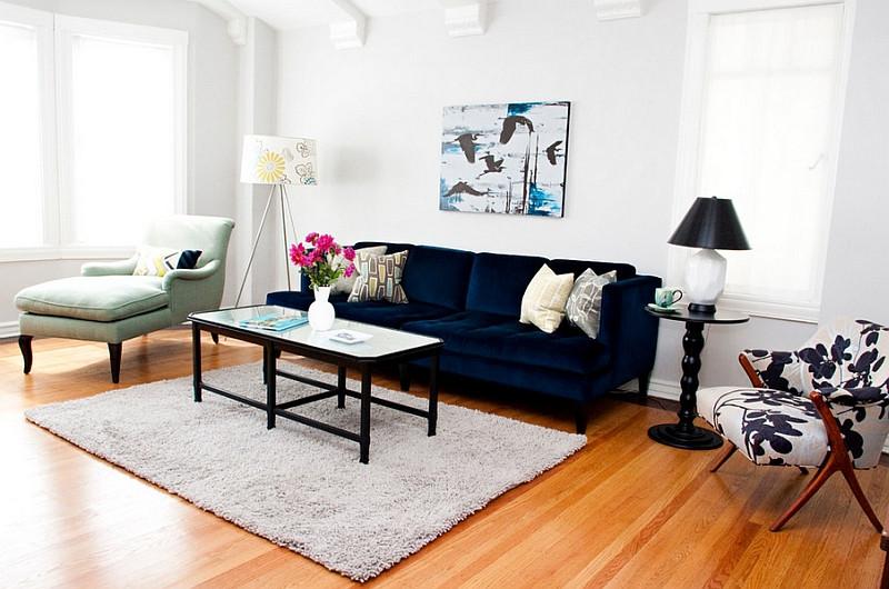 дизайн-гостиной-синий-диван