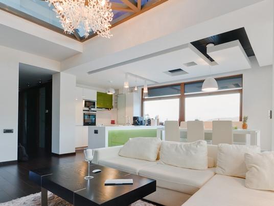 Невероятный стеклянный пол в дизайне квартиры