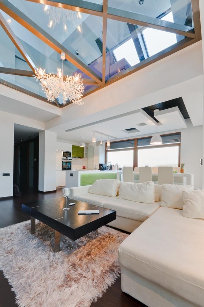 дизайн-квартиры-со-стеклянным-полом