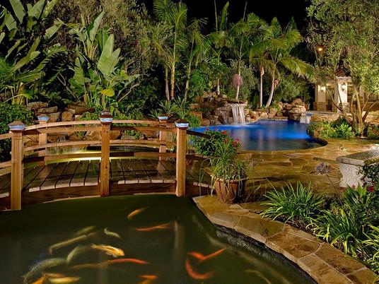 Идеи для стильного декоративного садового мостика