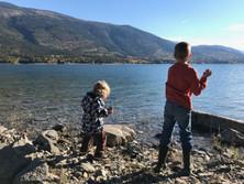 kids throwing Rocks ar Needles.JPG